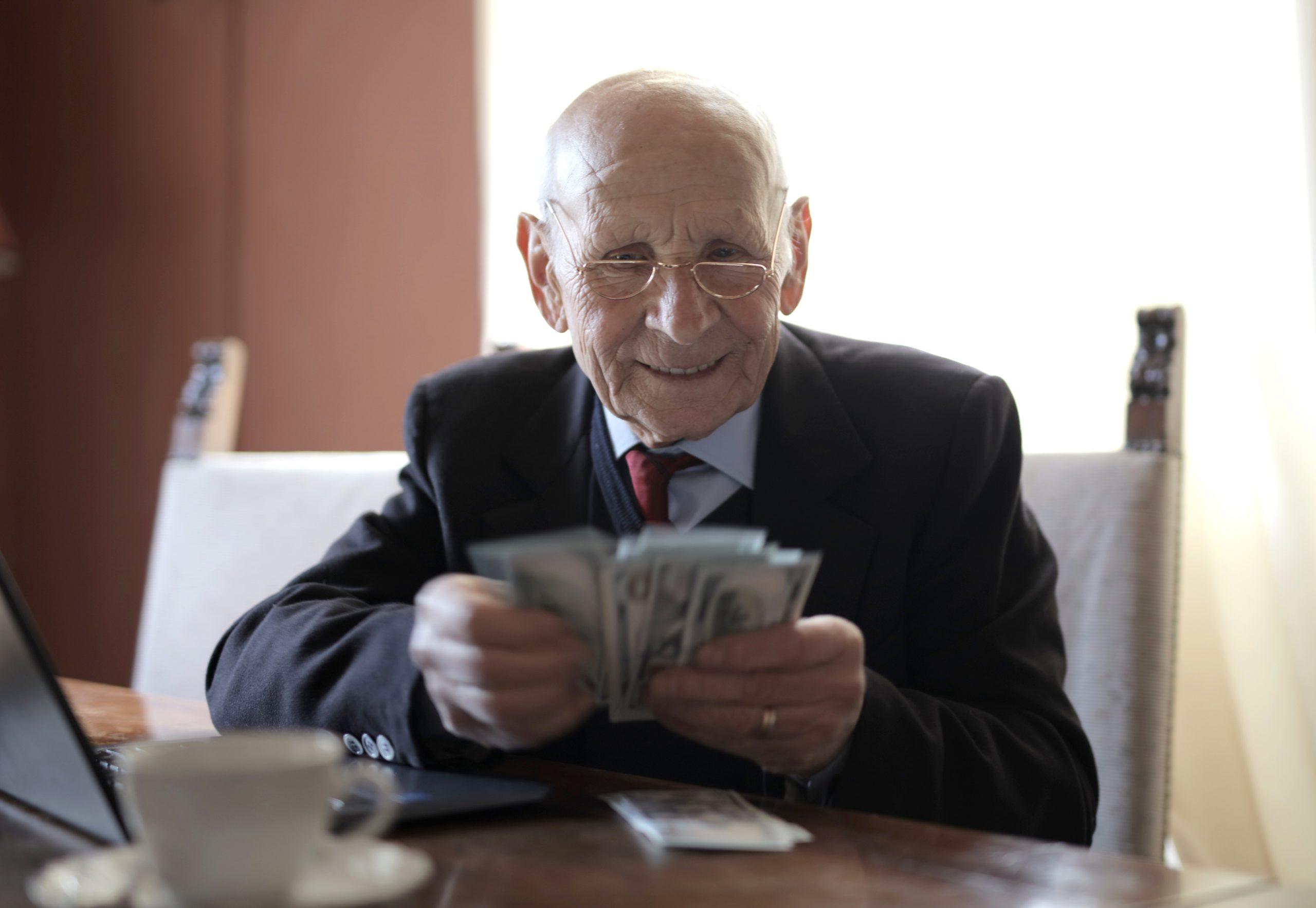 月薪高就能提早退休?